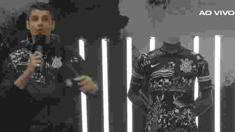 Felipe Solari foi o apresentador da transmissão que revelou a camisa preta com detalhes claros - Reprodução/Nike.com