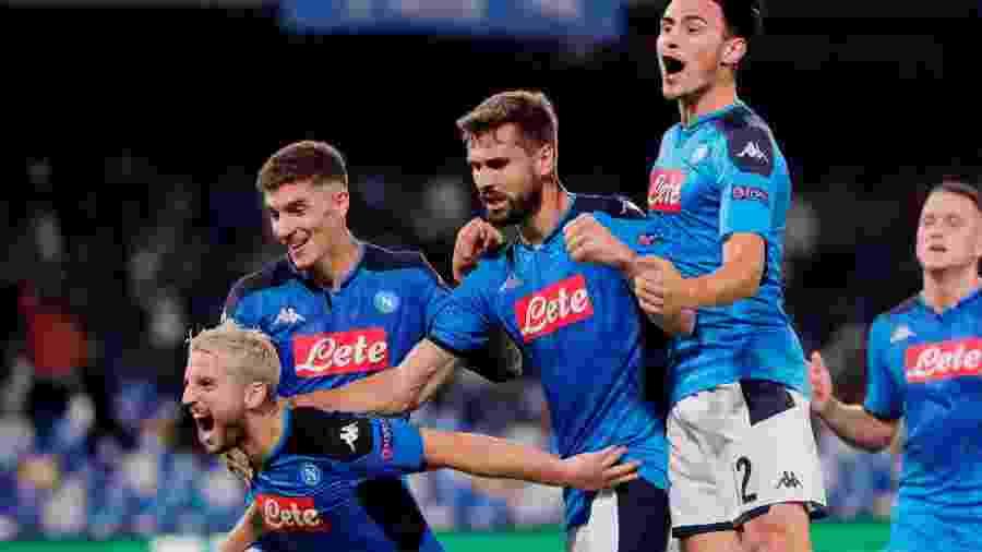 Jogadores do Napoli comemoram gol em partida contra o Liverpool pela Liga dos Campeões - REUTERS/Ciro De Luca