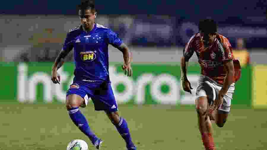 Everton Felipe, emprestado ao Cruzeiro, é motivo de disputa do clube com o São Paulo, detentor de seus direitos - Douglas Magno/Light Press/Cruzeiro