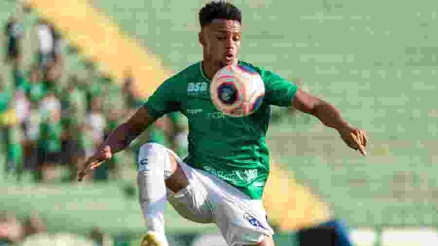 Pablo em ação pelo Guarani durante jogo contra o Novorizontino - Rebeca Reis/AGIF