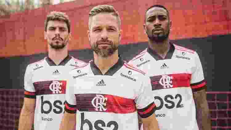 Rodrigo Caio, Diego e Gerson com a nova camisa 2 do Flamengo da temporada 2020 - Reprodução - Reprodução