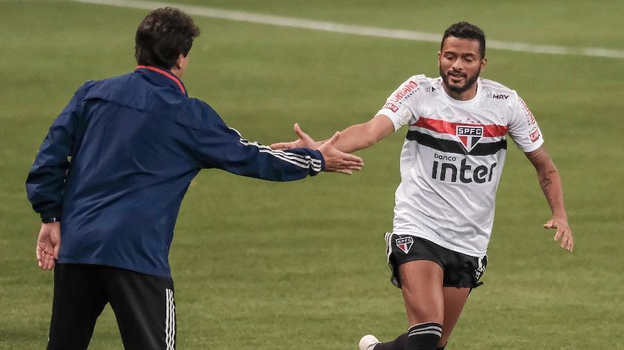 Reinaldo comemora com Fernando Diniz seu gol no clássico Palmeiras x São Paulo, pelo Brasileirão de 2020 - Marcello Zambrana/AGIF