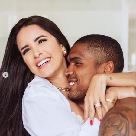 Douglas Costa e sua esposa, Nathalia Felix  - Reprodução/Instagram Nathália Félix