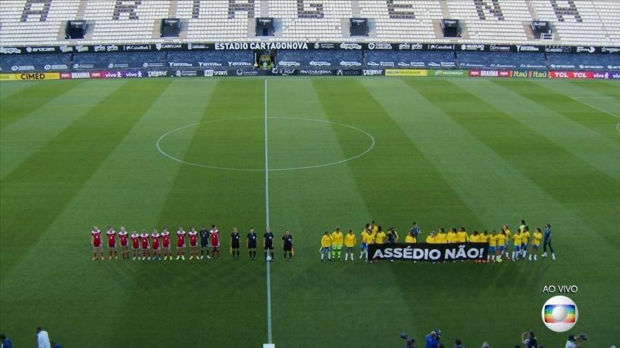Seleção brasileira feminina entra com faixa contra o assédio em amistoso contra a Rússia - Transmissão