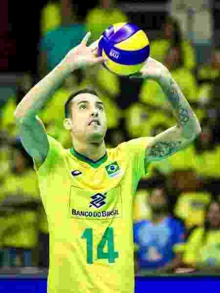 Douglas Souza, da seleção de vôlei, é o mais novo fenômeno do Time Brasil nas redes sociais - Reprodução/Instagram - Reprodução/Instagram