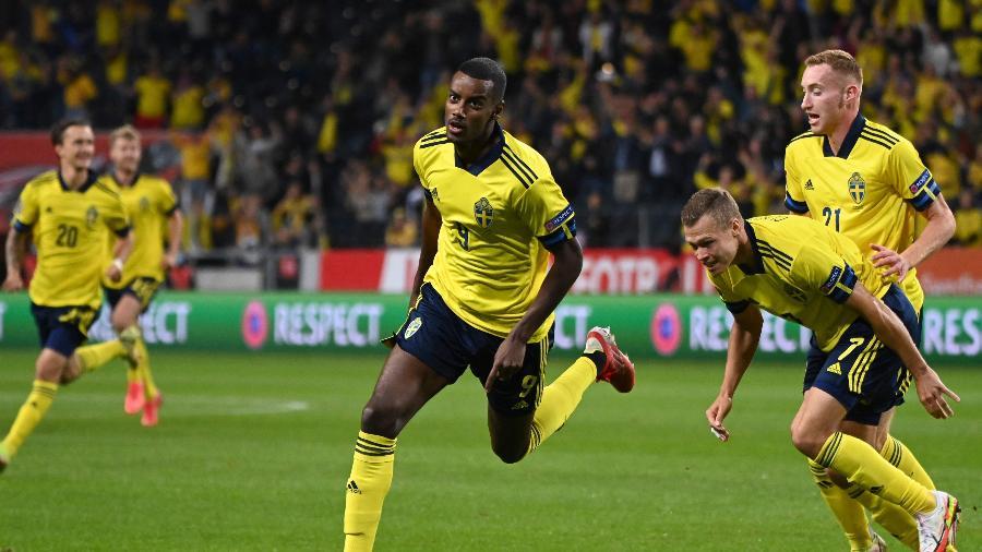 Alexander Isak comemora gol da Suécia contra a Espanha, pelas Eliminatórias para a Copa do Mundo de 2022 - AFP