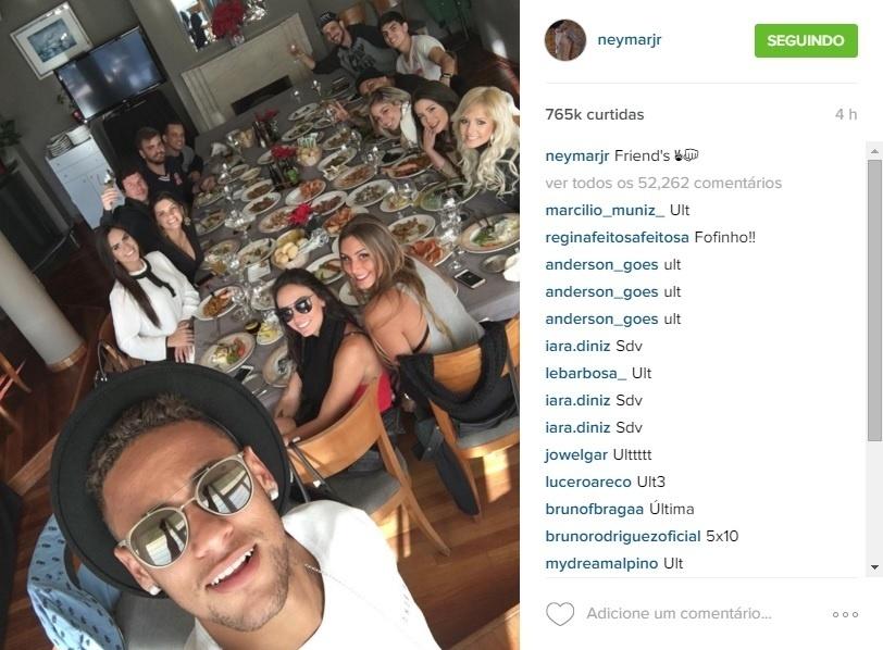 Neymar almoça com Jhenny Andrade, ring girl do UFC