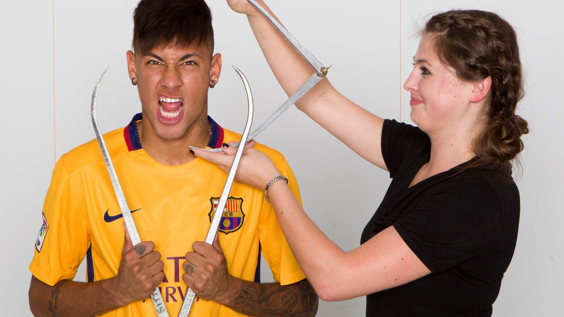 Neymar tira medidas do corpo para ganhar versão boneco de cera