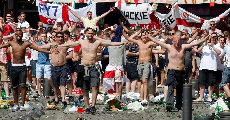 Torcedores vandalizam área próxima a estádio em Marselha, na França, pouco antes do duelo da Inglaterra contra a Rússia