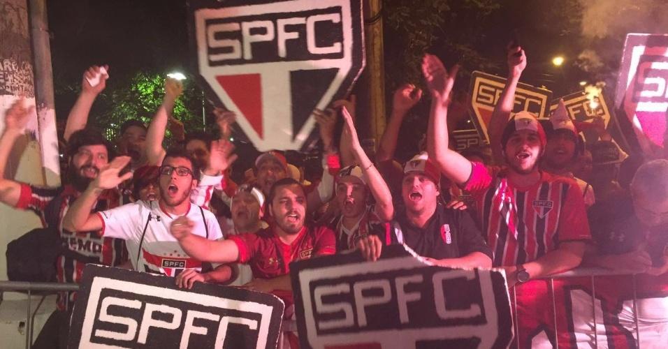Torcida do São Paulo lota os arredores do Morumbi e faz festa antes de jogo contra o Atlético Nacional (COL) pelas semifinais da Copa Libertadores da América