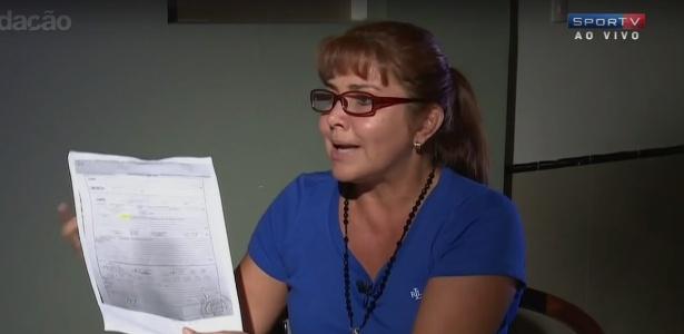 Célia Castedo mostra documento que seria plano de voo da Chape