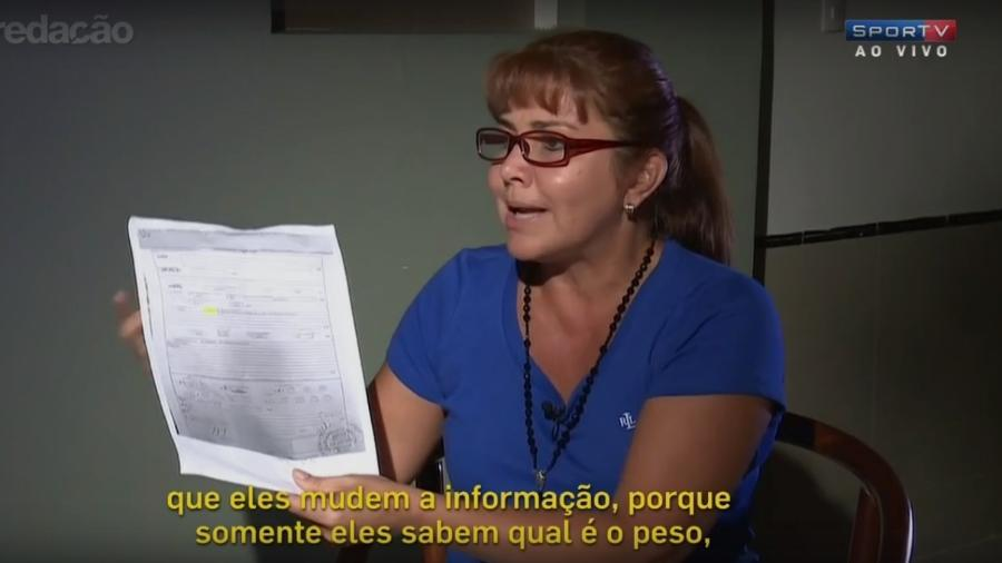 Célia Castedo mostra documento que seria plano de voo da Chape  - Reprodução/SporTV