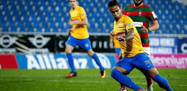 Atacante Bruno Gomes em ação pelo Estoril Praia, clube que defende atualmente