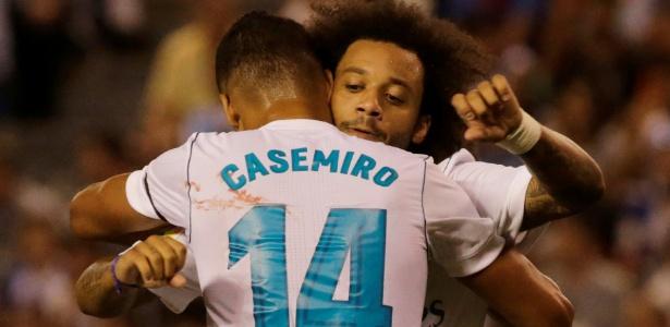 Casemiro comemora com Marcelo após marcar pelo Real Madrid