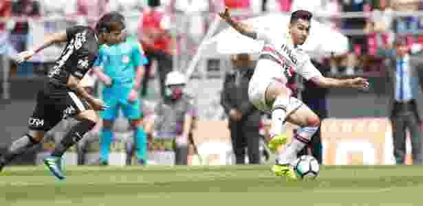 Petros domina a bola em jogo do São Paulo contra o Corinthians - Robson Ventura/Folhapress - Robson Ventura/Folhapress