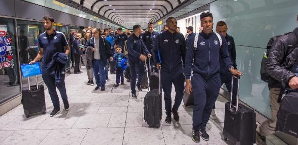 Jogadores do Grêmio desembarcam para Mundial de Clubes no Emirados Árabes Unidos