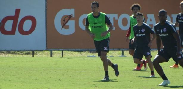 Damião participa de treinamento com grupo do Inter após contratura na cervical