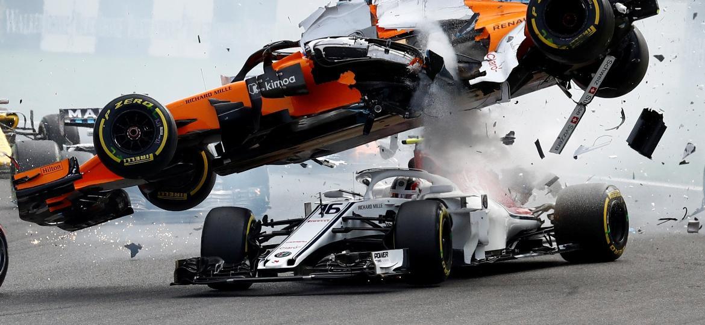 Fernando Alonso sofre acidente na primeira volta do GP da Bélgica - REUTERS/Francois Lenoir