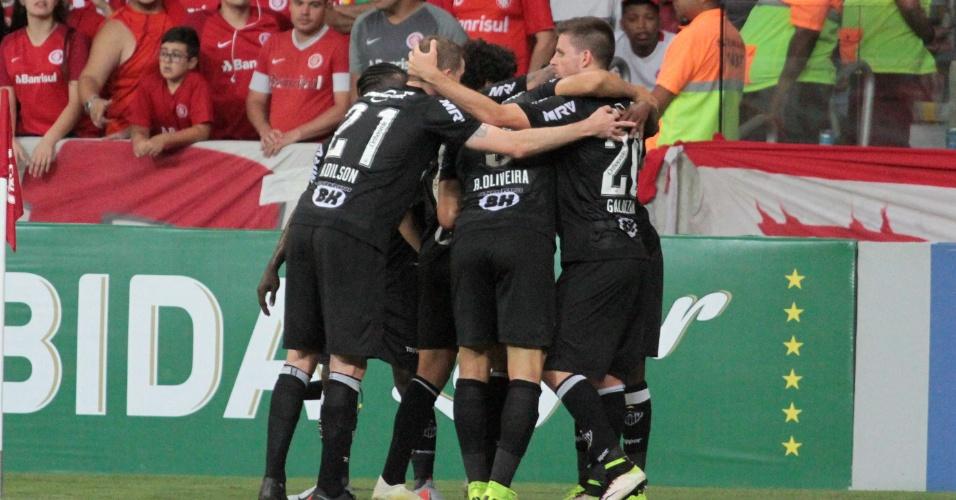 Jogadores do Atlético-MG comemoram gol sobre o Internacional