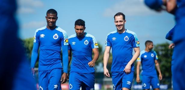 Com Orejuela (esquerda), Rodriguinho (direita) e mais 3 reforços, diretor vê time pronto - Bruno Haddad/Cruzeiro