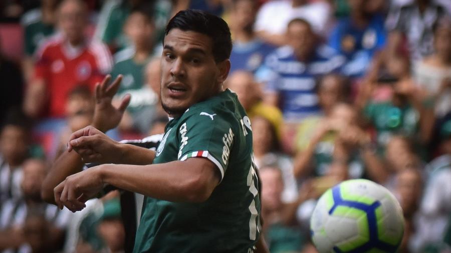 Gustavo Gómez, durante partida entre Palmeiras e Botafogo - Andre Borges/AGIF