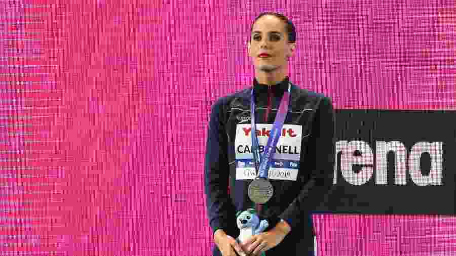 Ona Carbonell recebe medaha durante Mundial de esportes aquáticos  - Manan VATSYAYANA / AFP