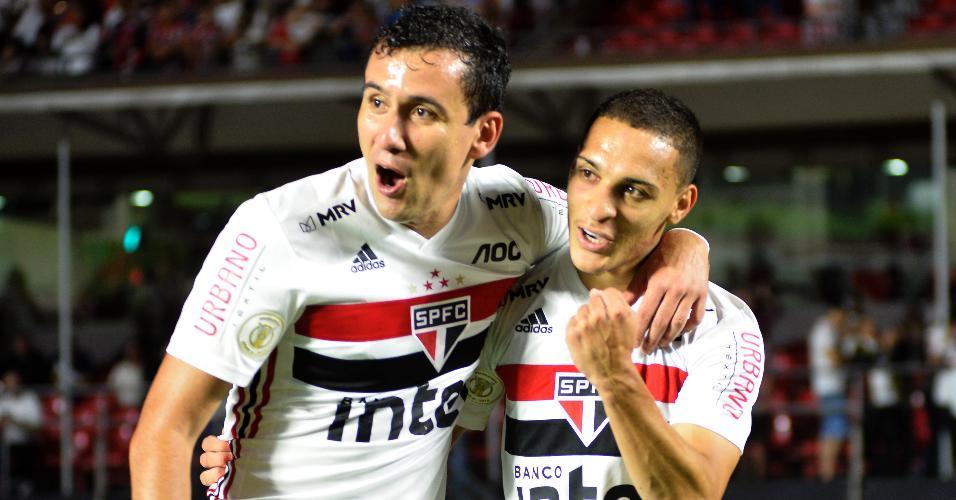 Antony comemora gol do São Paulo contra o Inter