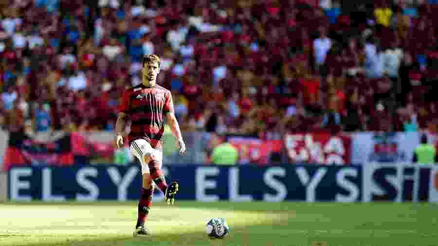 Rodrigo Caio, zagueiro do Flamengo, sofreu corte profundo no joelho direito - Thiago Ribeiro/AGIF
