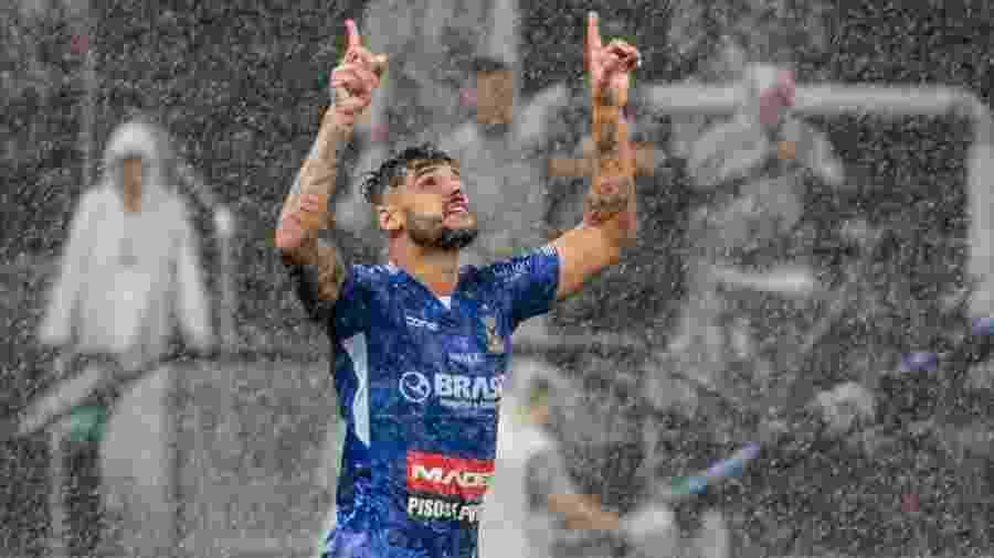 Ronaldo, do Santo André, comemora o gol anotado contra o Corinthians - Marcello Zambrana/Agif