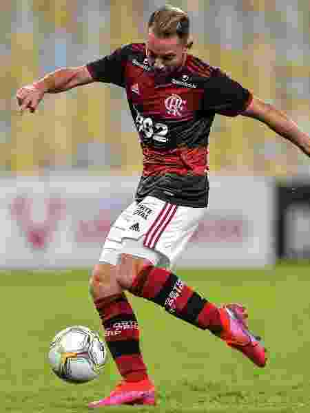 """Entrosamento: Éverton Ribeiro diz que Jorge Jesus quer seu time jogando de """"olhos fechados"""" - Thiago Ribeiro/AGIF"""