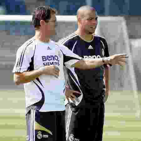 Fabio Capello orienta Ronaldo em treino no Real Madrid em 2006 - Angel Martinez/Real Madrid via Getty Images