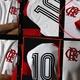 Inspirado no Mundial de 1981, Flamengo lança camisa nova com estilo retrô