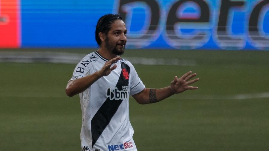 Benitez comemora marcado gol pelo Vasco da Gama sobre o Palmeiras, em jogo do Brasileirão 2020 - Ettore Chiereguini/AGIF