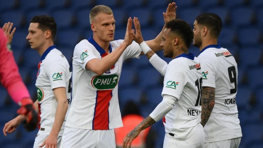 Neymar comemora gol marcado nas quartas de final da Copa da França contra o Angers - FRANCK FIFE / AFP
