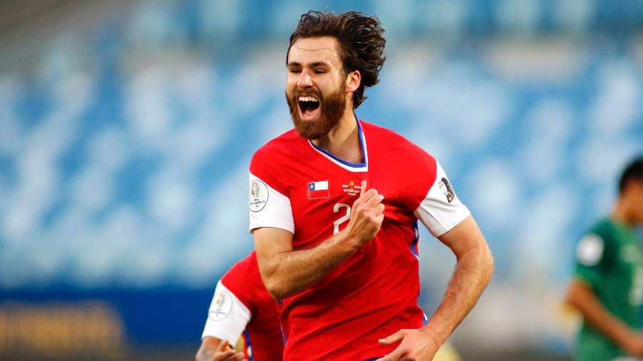 Ben Brereton comemora gol pelo Chile em partida contra a Bolívia pela Copa América - Miguel Schincariol/Getty Images