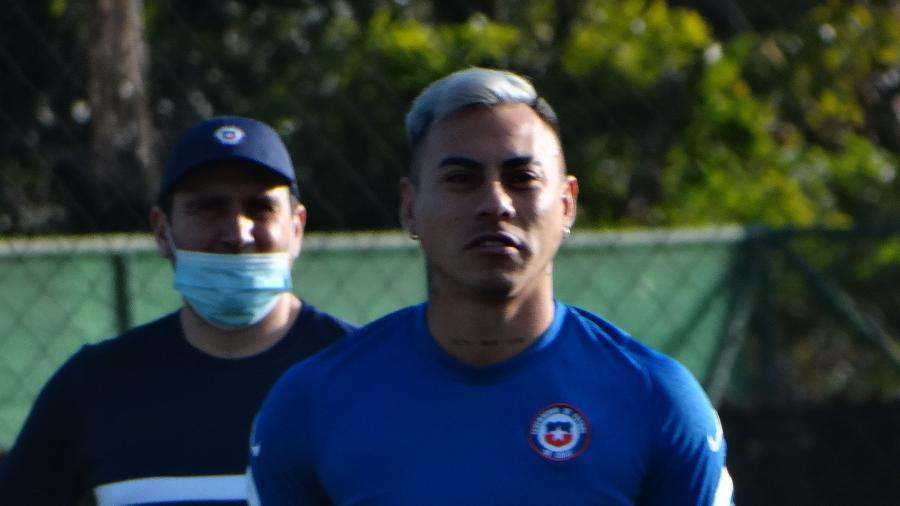 Vargas participa de treinamento do Chile para partida contra o Paraguai - Marinho Saldanha/UUOL