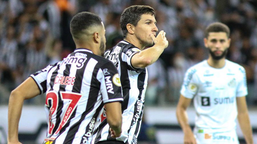 Nacho Fernández comemora gol do Atlético-MG contra o Santos pelo Brasileirão - Fernando Moreno/AGIF