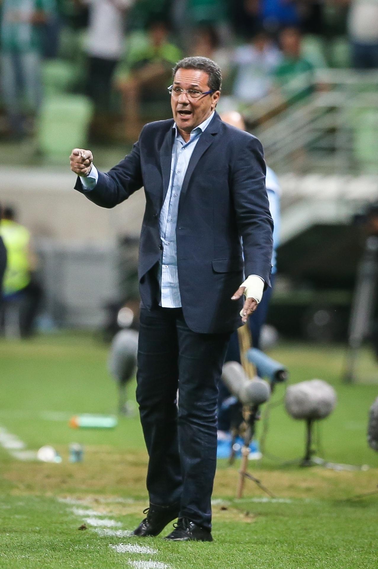 Vanderlei Luxemburgo acabou demitido do Cruzeiro após sequência de resultados negativos