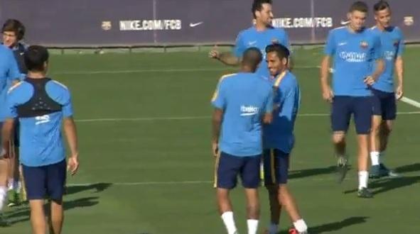 Neymar tira onda com Douglas por novo corte de cabelo