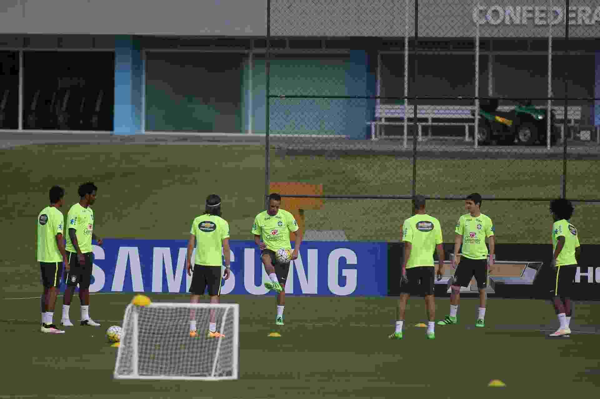 Seleção brasileira treina com sete atletas em campo no primeiro treino para enfrentar Uruguai e Paraguai - Lucas Figueiredo / MoWA Press