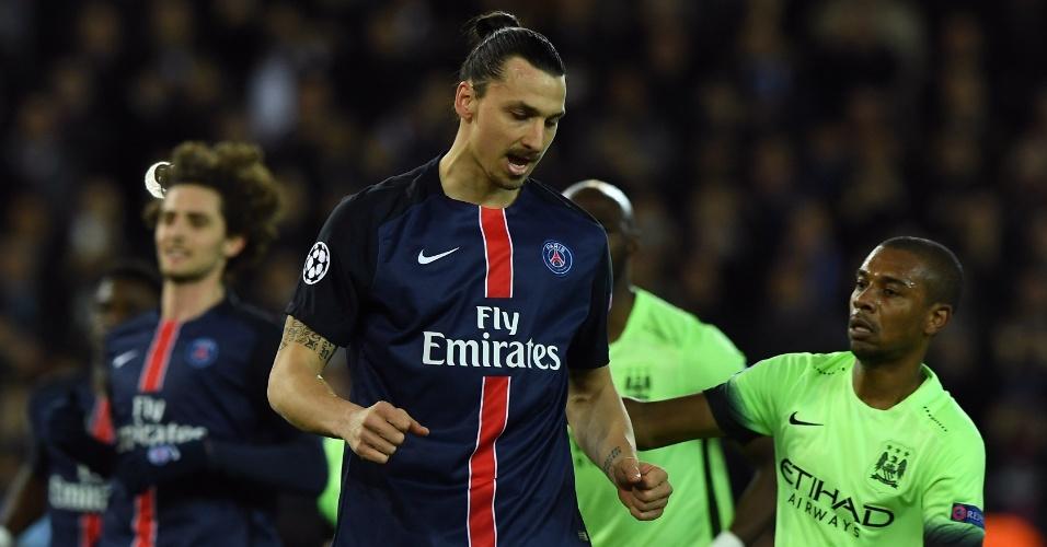 No entanto, Ibrahimovic bateu mal e acabou desperdiçando a chance de abrir o placar para o PSG
