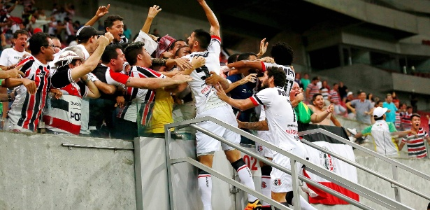 Bruno Moraes fez o gol da vitória do Santa Cruz sobre o Sport
