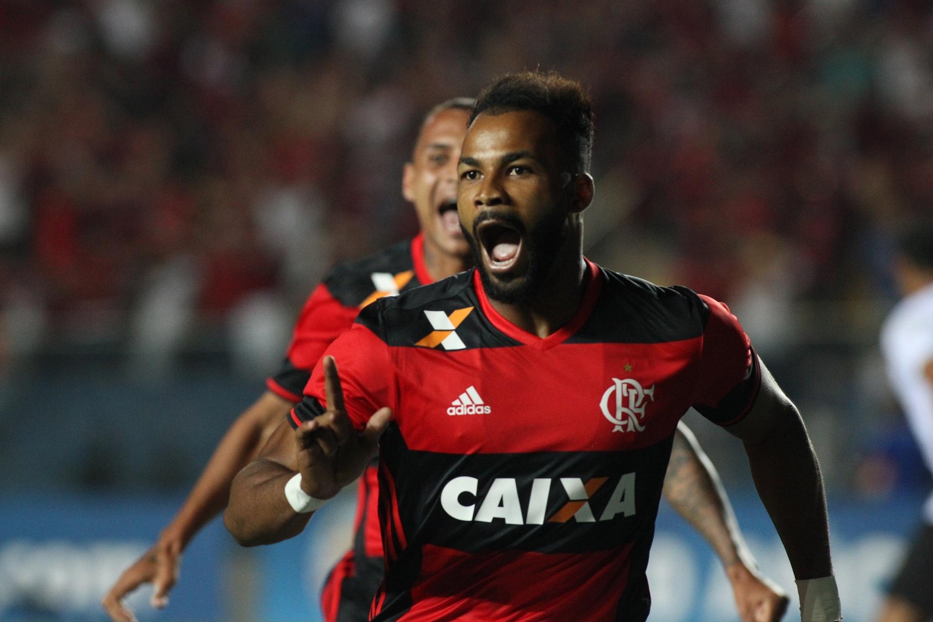 d483dfb216 Fernandinho treina com titulares em dia de retorno de Vizeu ao Flamengo -  05 10 2016 - UOL Esporte