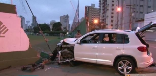 Muro do Goiás foi derrubado após motorista perder controle do carro