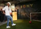 Jornal: Assis vai a Barcelona negociar Ronaldinho como embaixador do clube