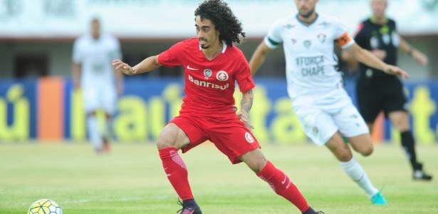 Valdívia ainda busca a melhor rendimento após lesão no joelho em 2016 - Ricardo Duarte/Inter