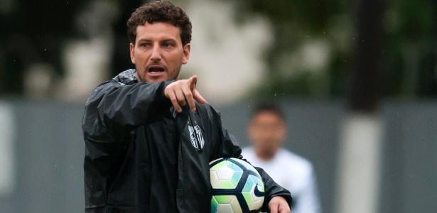Elano comandará o Santos interinamente contra o Botafogo nesta quarta-feira