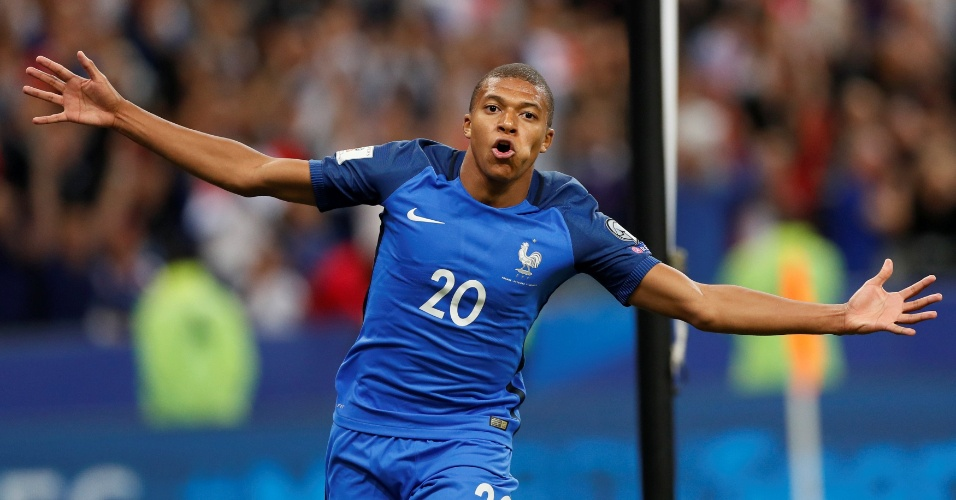Mbappé comemora seu primeiro gol com a camisa da França