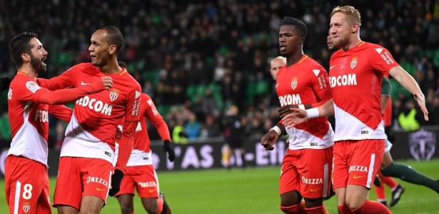 Jogadores do Monaco comemoram gol de Fabinho diante do Saint Etienne