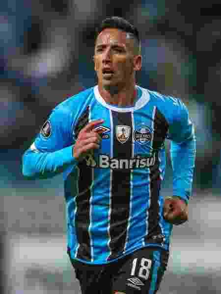 Lucas Barrios comemora gol pelo Grêmio - Jefferson Bernardes/AFP